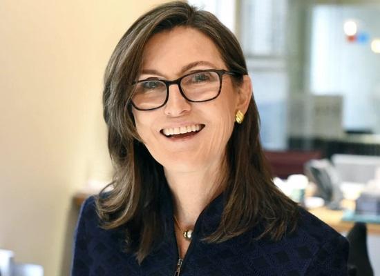 科技股普跌、特斯拉跌近 5%,凯西 · 伍德旗下 ETF 已回吐今年全部涨幅